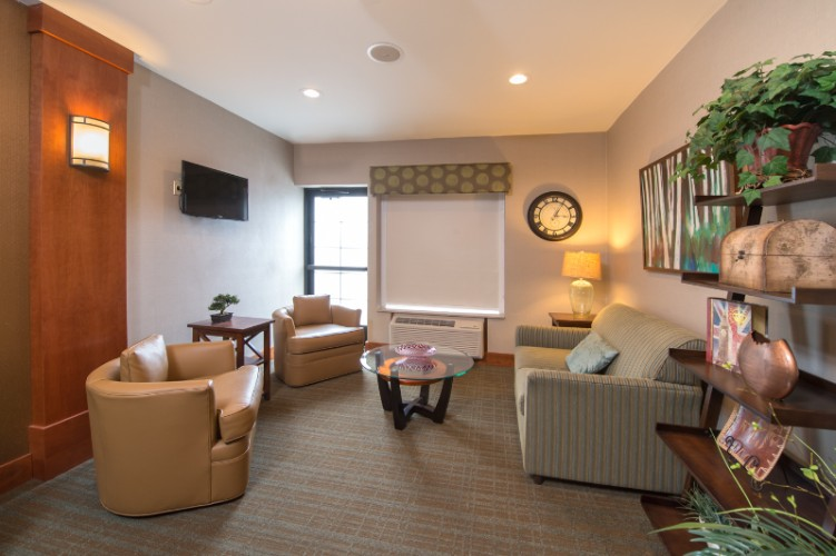 Sit Back And Relax In The Ihg Rewards Club Room 22 of 29