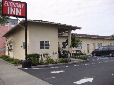 Economy Inn Main Entrance