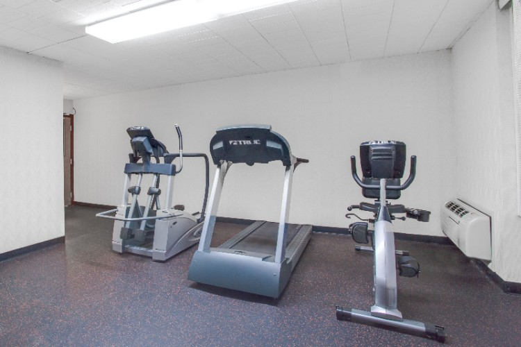 Fitness Room 9 of 17