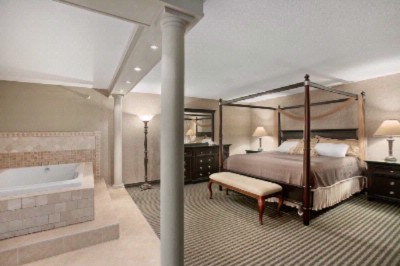 Stay In Style With Our Roman Jacuzzi Suite 6 of 13