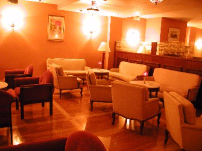 Lounge 8 of 16