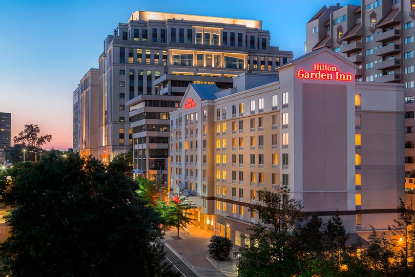 The Hilton Garden Inn Arlington/courthouse Plaza Is Central To Arlington\'s Courthouse Neighborhood With Over 100 Restaurants And The Metro In Walking Distance. 2 of 16