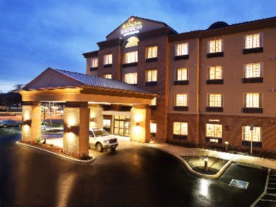 Holiday Inn Express & Suites Eugene 1 of 14