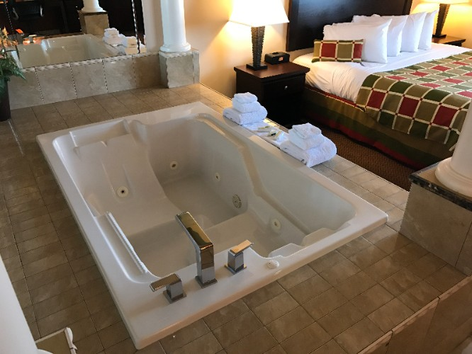 Jacuzzi Suite 16 of 20