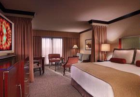 Ameristar Casino -Player Mini Suite With A King Size Bed 4 of 19