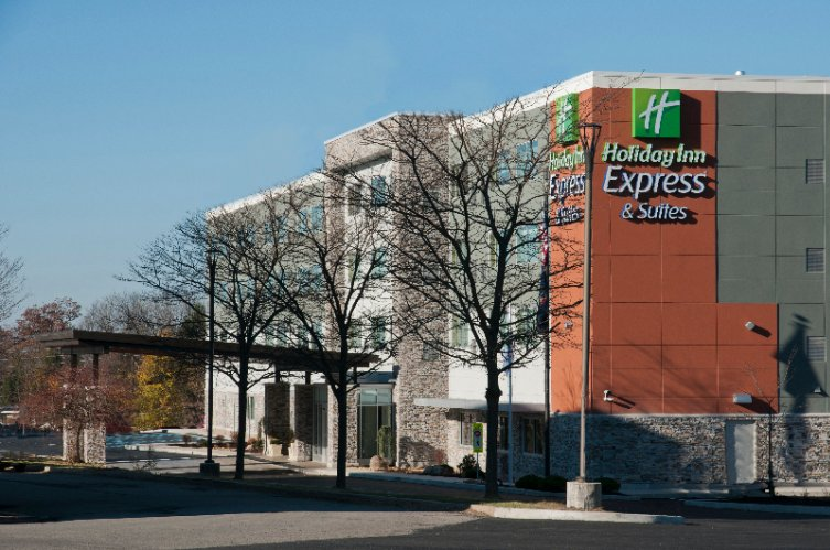 Holiday Inn Express & Suites Johnstown 1 of 14