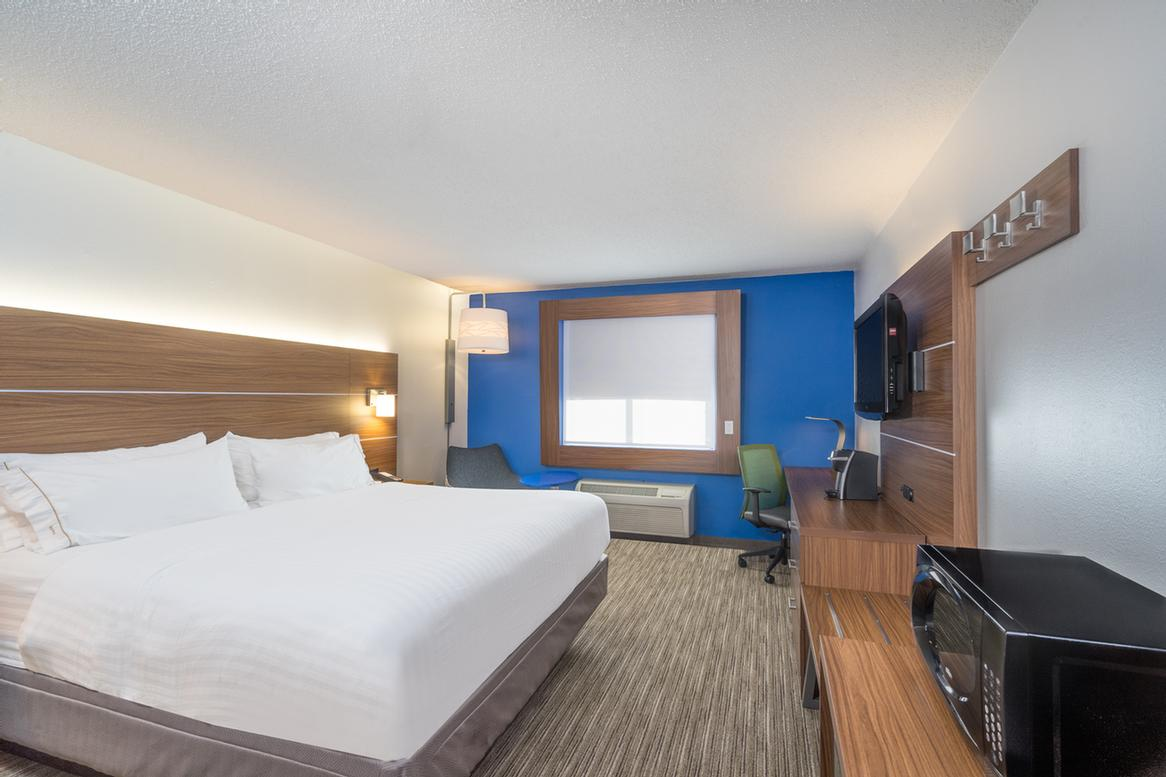 Our Spacious Executive King Rooms 6 of 14