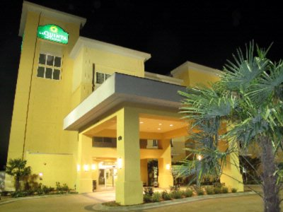La Quinta Inn & Suites Odessa North 1 of 8
