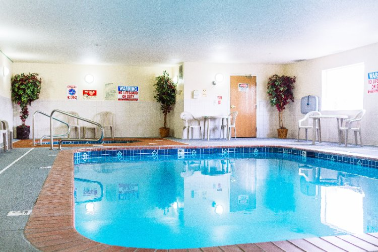 Indoor Swimming Pool And Whirlpool 18 of 31