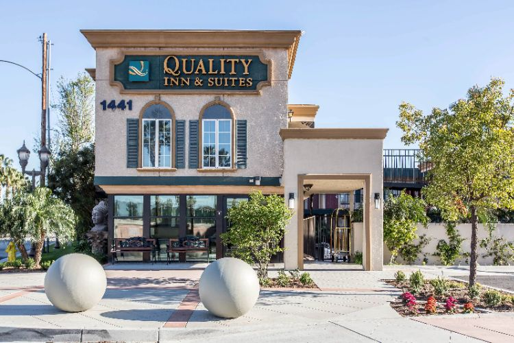 Quality Inn & Suites Anaheim Resort 1 of 23