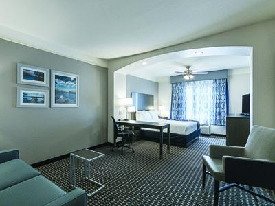 Executive King Suite 3 of 9