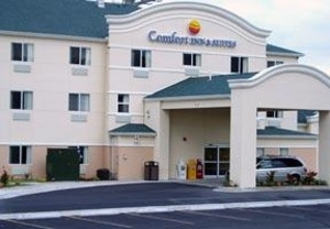 Econo Lodge Inn & Suites 1 of 7