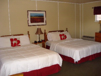Stone Mountain Lodge & Cabins Newly Remodeled 2 Queen Lodge Room