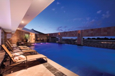 Hyatt Regency Johannesburg\'s Outdoor Swimming Pool 7 of 13