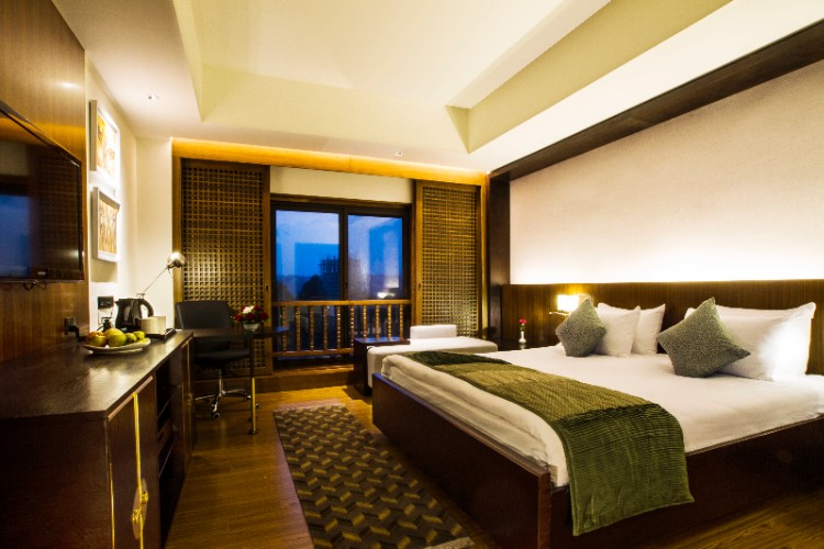 Club Room (King) In Himalaya Wing 6 of 23