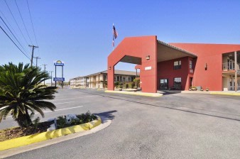 Days Inn / Lackland 1 of 7