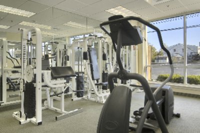 Deluxe Fitness Center 4 of 7