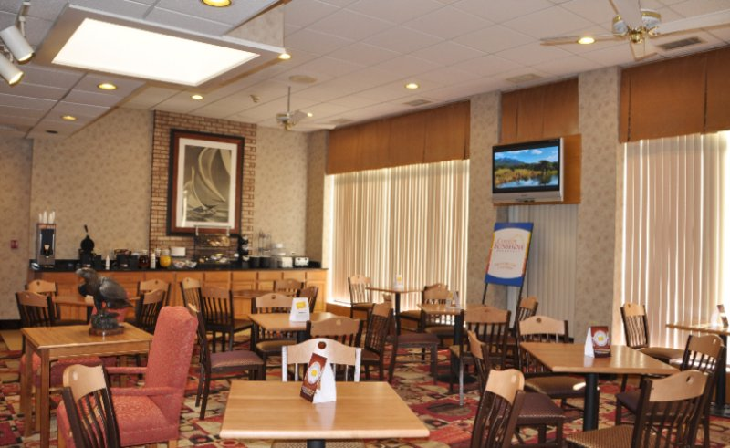 Complimentary Hot/cold Breakfast Daily 10 of 14