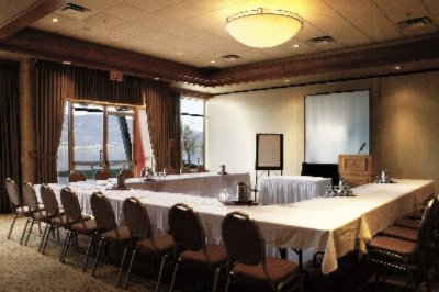 Waterfront Meeting Room 3 28 of 31