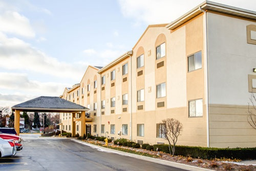 Comfort Suites Lombard Addison 1 of 17