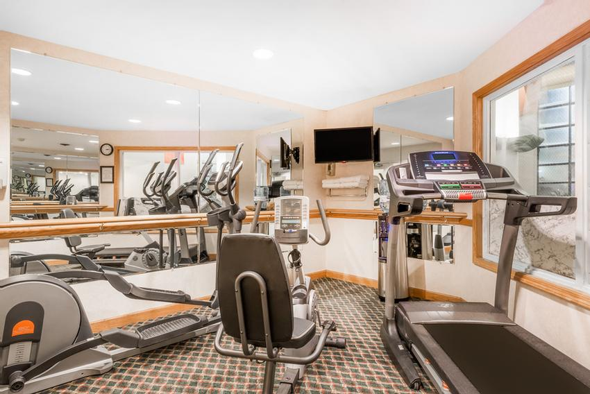 24-Hr Fitness Room 6 of 15