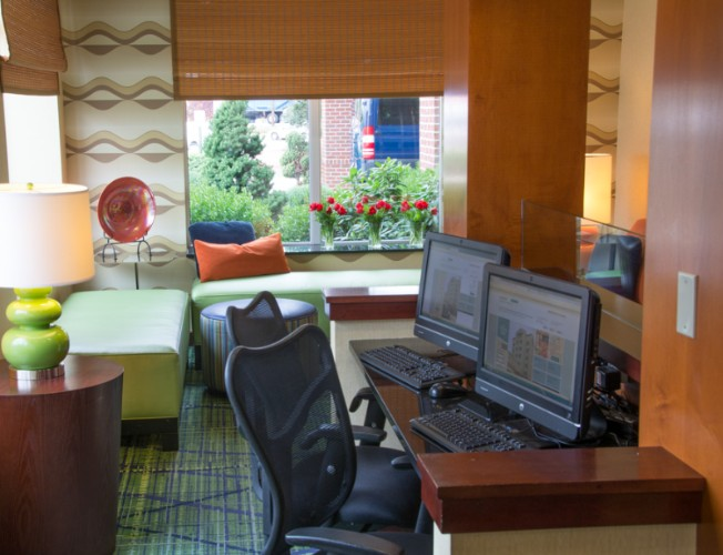 Complimentary 24 Hour Business Center With Free Wifi 9 of 13