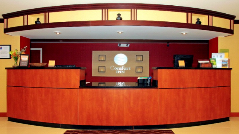 Front Desk 4 of 13