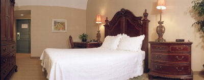 Executive Room With Queen Bed 6 of 14