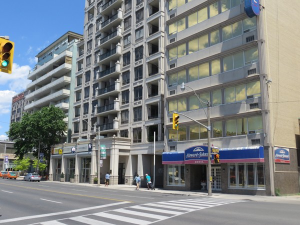 Howard Johnson Downtown Toronto Yorkville 1 of 30