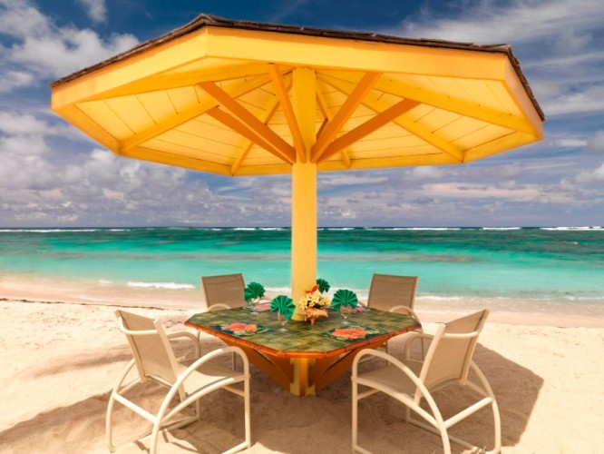 Dine With Your Feet In The Sand At Sea Breeze Beach Bar At Nisbet Plantation 7 of 16