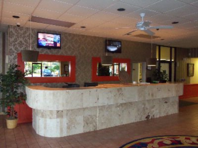 Front Desk 4 of 15