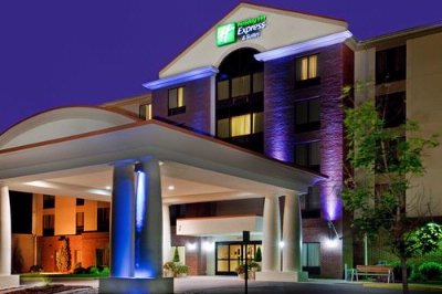 Holiday Inn Express & Suites Chesapeake 1 of 5