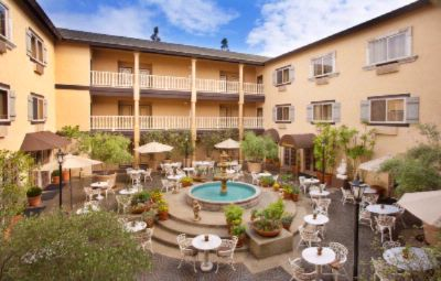 Ayres Hotel & Suites Costa Mesa -Courtyard 5 of 14
