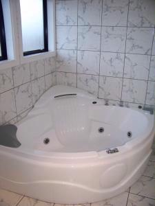 Superior 1 Bedroom Double Spa Unit -Spa Bath 4 of 11