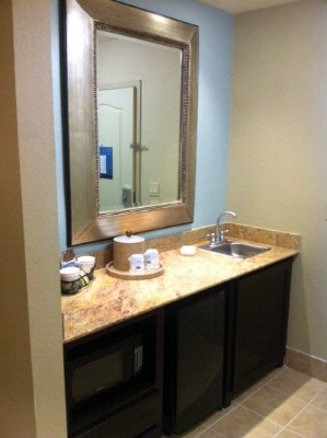 Handy Suite Kitchenette/wet Bar 8 of 9