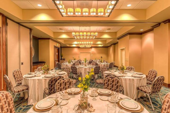 The Holiday Inn Gulfport Palms 1&2 Event Rooms Can Accommodate Up To 115 Banquet Seating 15 of 23