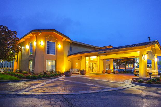 La Quinta Inn Moline Airport 1 of 11