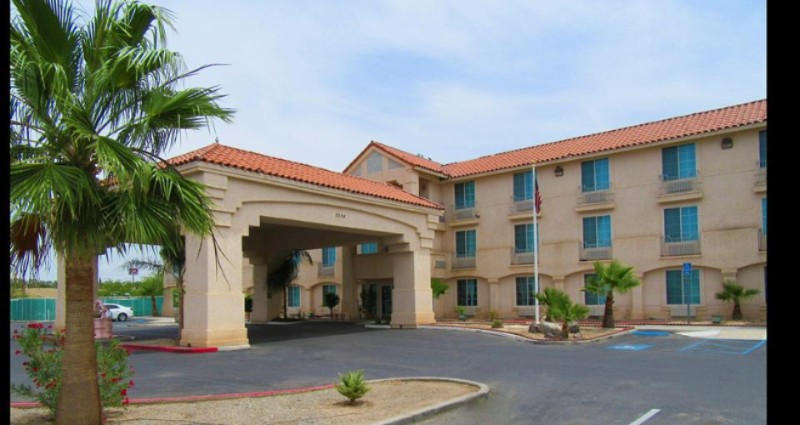 El Centro Comfort Inn 1 of 17