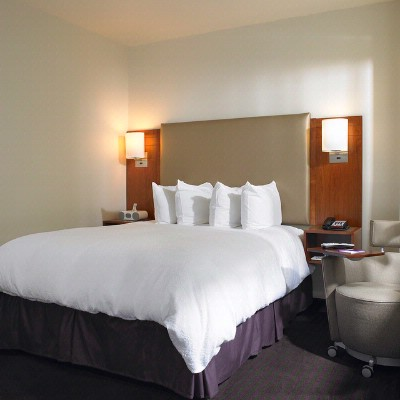 Contemporary Guestrooms 4 of 6