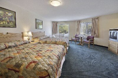 Deluxe Room With Two Queen Beds 6 of 11