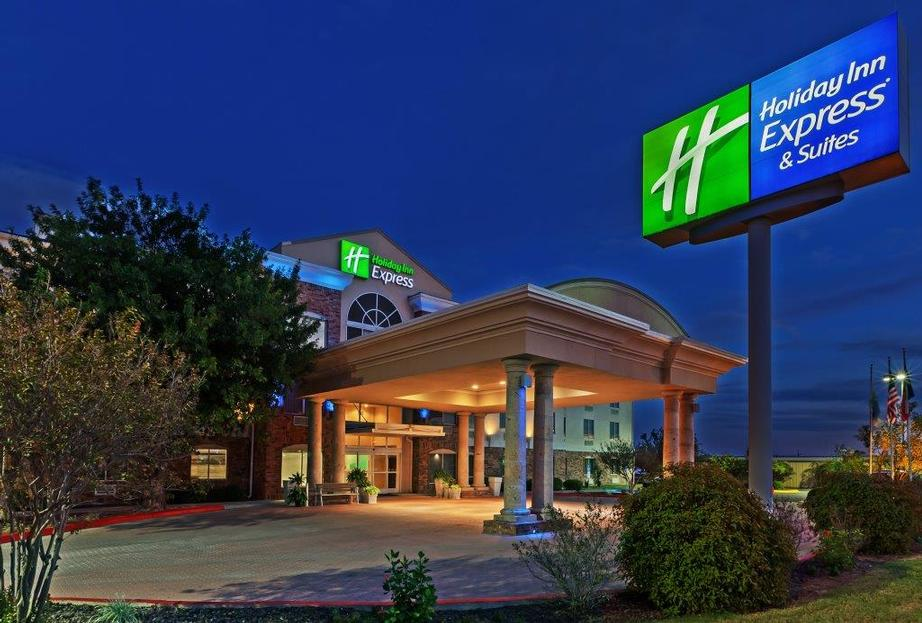 Holiday Inn Express & Suites Eagle Pass 1 of 15