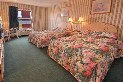 Guestroom With Two Beds 11 of 11