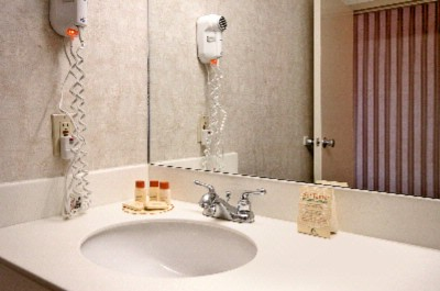 Bathroom Amenities Available 7 of 11