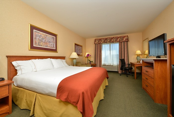 King Standard Guest Room 7 of 20