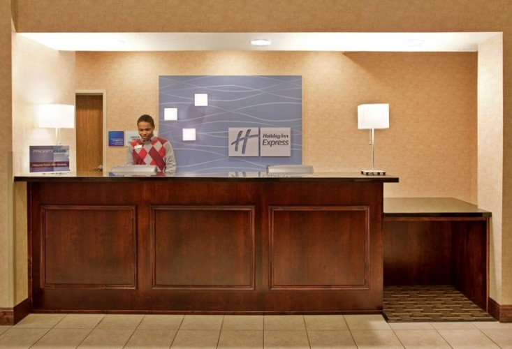 Friendly Front Desk 8 of 12
