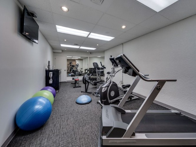 Fitness Room 17 of 21