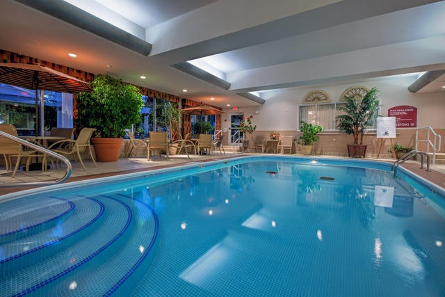 Indoor Swimming Pool 3 of 11