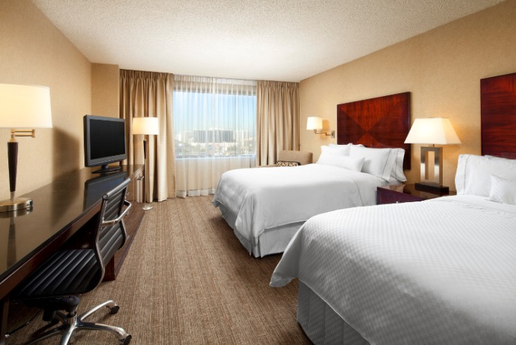 Double Bedded Room With The Westin Heavenly Bed 5 of 11