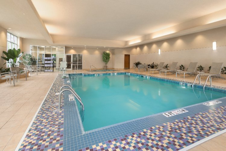 Indoor Pool Jacuzzi And Sundeck 13 of 16