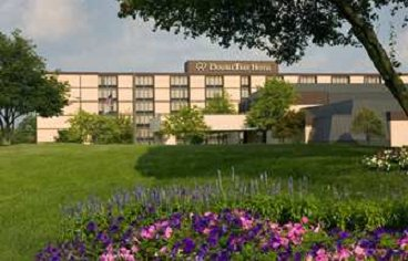 Doubletree Hotel Columbus / Worthington Hotel Grounds